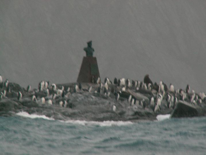 האנדרטה לזכר הקפטן שהציל את שקלטון (הקטע של ההיסטוריה...)