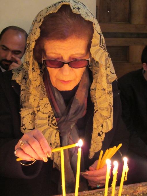 מתפללים, מקווים לטוב,ירוואן, ארמניה