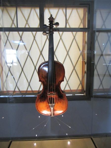 הכינור הראשון