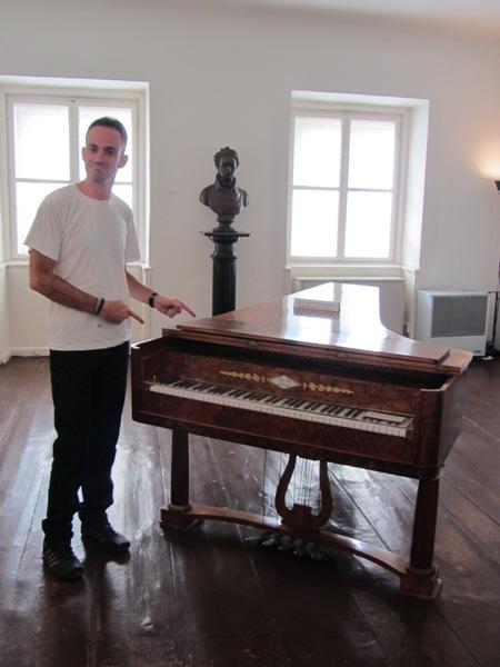 הפסנתר, שווה ויכוח ו - 3 יורו