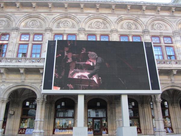ההקרנה על בית האופרה