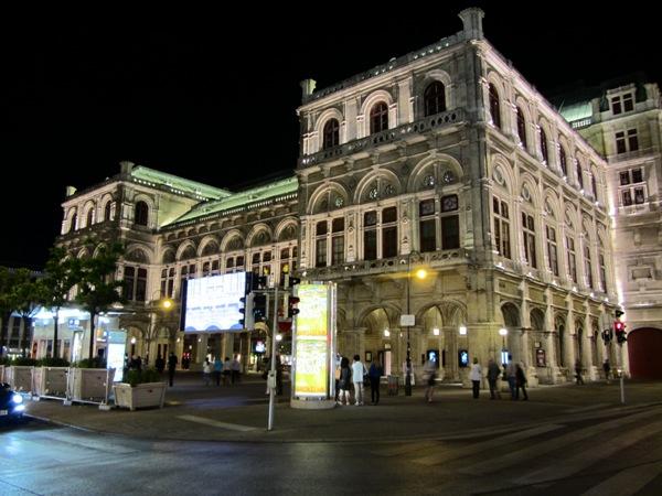 מון לייט אופרה