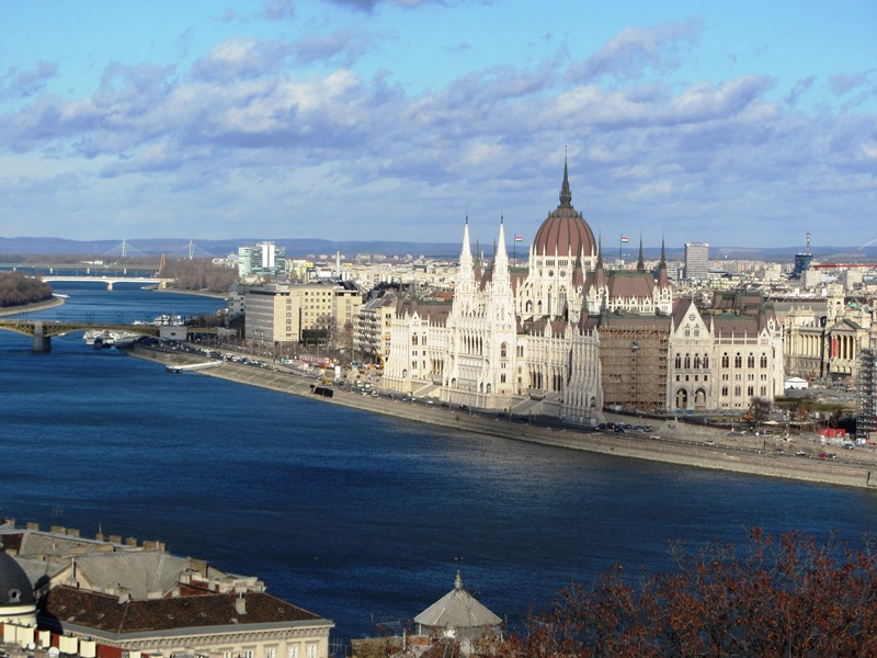 הפרלמנט מגבעת המצודה, בודפשט
