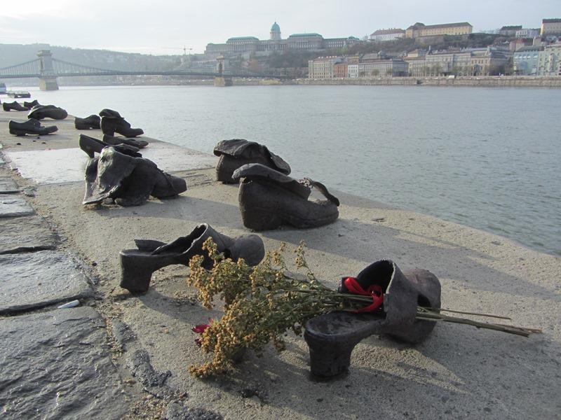 אנדרטת הנעליים, בודפשט