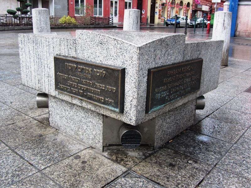 אנדרטת אפרים קישון, בודפשט