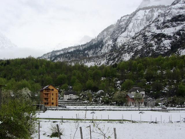 גסטהאוס - יש שלג, אלבניה