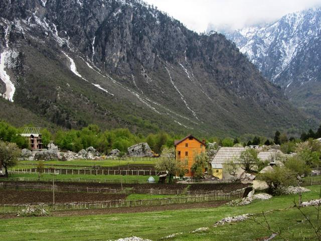 גסטהאוס - אין שלג, אלבניה