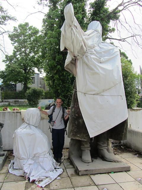 פסלי העבר, טיראנה, אלבניה