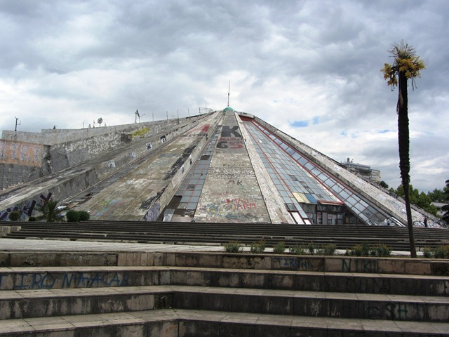 הפירמידה בטיראנה, אלבניה